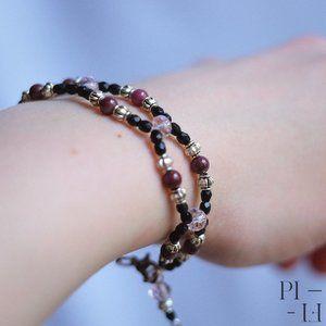 2/50$ bracelet with natural garnet gemstones